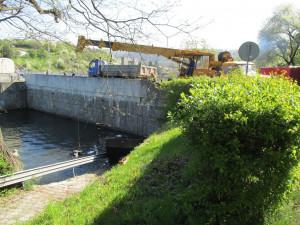Povodí Moravy vytáhlo ze dvou nádrží 200 tun odpadu. Do vody se dostávají i odpadky z černých skládek