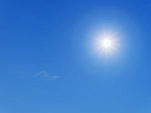 POČASÍ NA ČTVRTEK: Jasná obloha a teploty k třiceti stupňům
