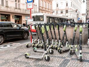 Zelené koloběžky Lime míří do Brna. V ulicích se objeví od srpna