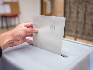 O senátorské křeslo bude v Brně usilovat deset kandidátů, jak budou moci volit lidé v karanténě ale zatím není jasné