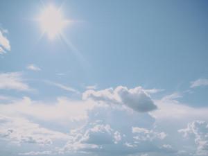 POČASÍ NA PÁTEK: Další slunný den, teploty přesáhnou třicítku