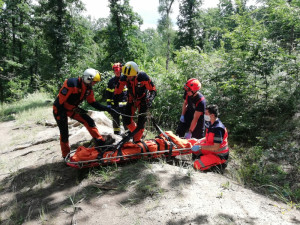 FOTO/VIDEO: Záchranáři spolu s hasiči zachránili v pondělí díky spolupráci hned tři životy