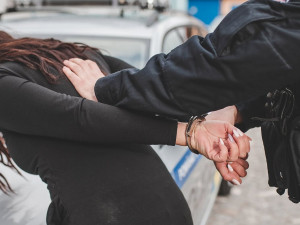 Namol opilá řidička srazila v Brně žáka autoškoly na motorce