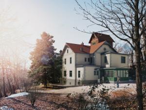 Chátrající Arnoldova vila se dočká obnovení. Vznikne v ní kavárna i Centrum dialogu
