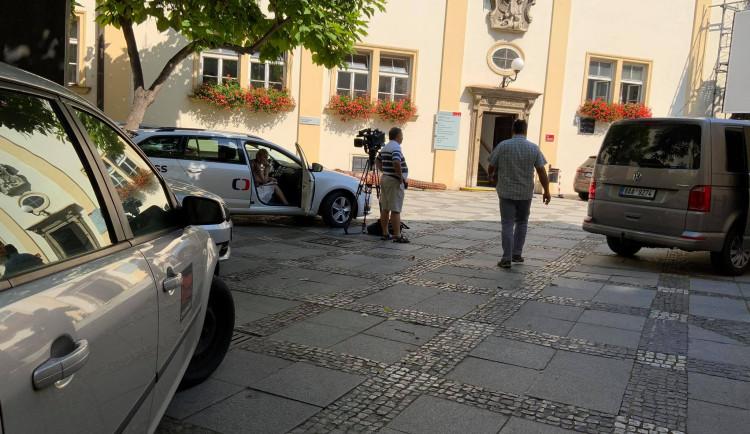 Policisté ukončili v ranních hodinách razii na radnici brněnského středu