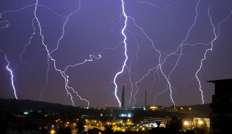 Na jižní Moravě můžou večer udeřit silné bouřky, varují meteorologové