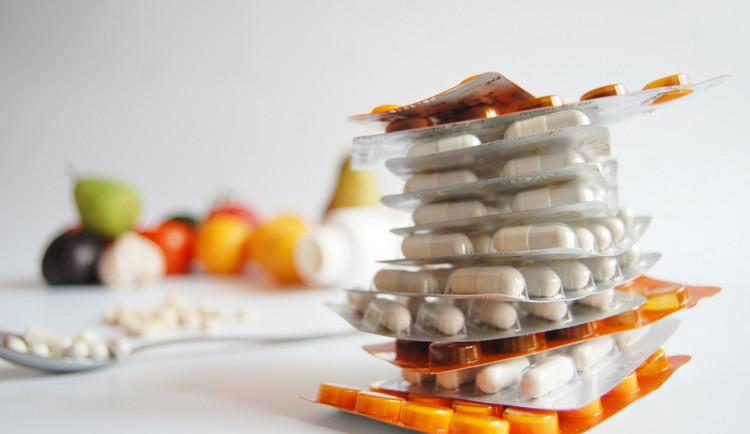 Množství nevyužitých léčiv roste. Lidé je v domácnostech zbytečně hromadí