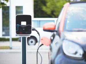 Brno chce na různých místech ve městě postavit dvacet dobíjecích stanic pro elektromobily