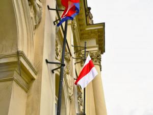 Nad úřadem Jihomoravského kraje vlaje od úterý historická vlajka Běloruska