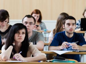 Dezinfekce, online výuka a v krajním případě i roušky. Brněnské univerzity se připravují na začátek nového akademického roku