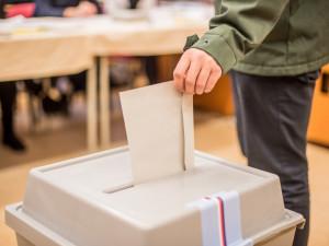 Město hledá nové členy volebních komisí k říjnovým krajským volbám