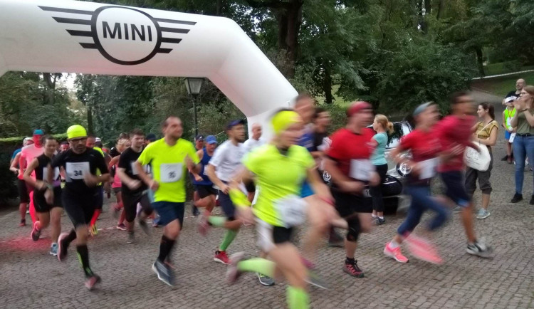 Okolí Špilberku i kasematy rozzářil noční běh Špilberk RUN. Trasu si užili běžci i diváci