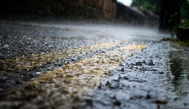 POČASÍ NA ÚTERÝ: Zataženo s deštěm