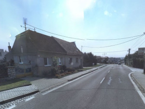 Dodávka srazila na silnici chodkyni, policie hledá svědky