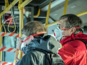 Znojmo rozdá starším a nemocným obyvatelům roušky se stříbrem
