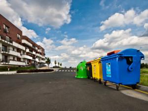 Češi třídí jako o život. V čem nejčastěji chybují a co házejí do špatného kontejneru?