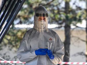 Kraj dá 600.000 nemocnici Brno na minibus testující lidi na covid
