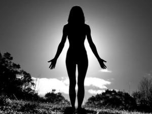 Žena v Brně bloudila okolo zastávky šaliny zcela nahá, trestala se tak za své prohřešky proti bohu