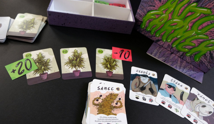 Marihuana do každé rodiny doma i v cizině? Brněnská karetní hra o pěstování konopí boří hranice