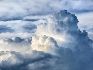 POČASÍ NA NEDĚLI: Zatažená obloha a sychravé počasí