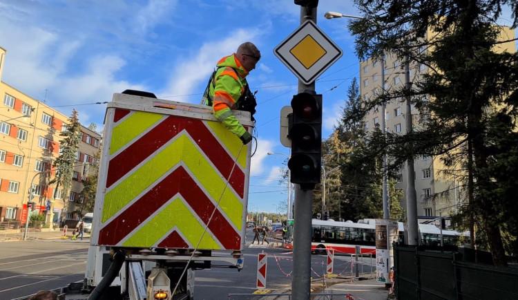 VIDEO: Brněnské řidiče čeká očistec, varují policisté. Vytížené křižovatky budou bez semaforů