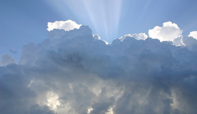 POČASÍ NA STŘEDU: Oblačno a místy zaprší