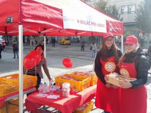 Ve středu se po Brně objeví stánky Charity, zájemci mohou podpořit hospicovou péči koupí koláče
