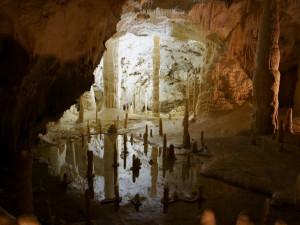 Na dva týdny se zavírají i hrady, zámky nebo jeskyně v Moravském krasu