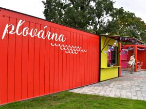 Příliv bezdomovců se nedal vydržet, je konec, říká provozovatelka café Plovárna