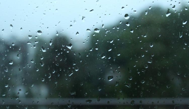 POČASÍ NA ČTVRTEK: Oblačno a mírný déšť