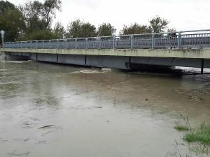 FOTO: Hasiči stále bojují s následky deště. Povodí Moravy hlásí na osmi místech třetí stupeň povodňové aktivity