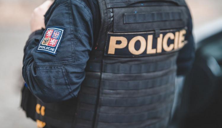 Mladík závislý na heroinu ukradl v trafice balík stíracích losů. Pak si s nimi přišel zpět pro výhru