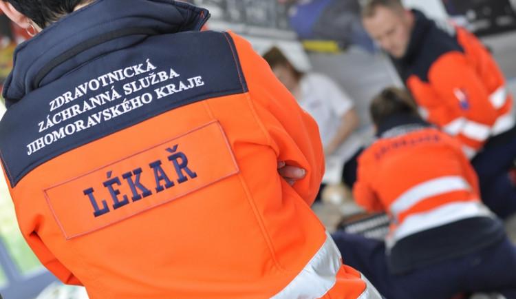 Auto v Brně narazilo do betonového sloupku, řidič na místě zemřel