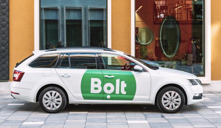 Nová konkurence pro taxikáře i Uber. V Brně dnes spouští provoz i aplikace Bolt