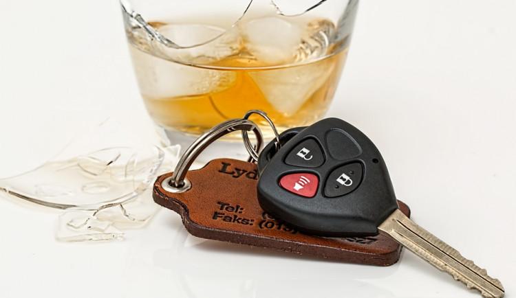 Opilý řidič na sebe upozornil svou bláznivou noční projíždkou. Ráno po incidentu nadýchal dvě promile