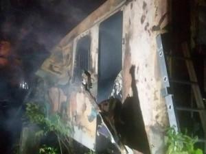 Tragický noční požár v Brně. Ve starém železničním vagónu uhořeli čtyři lidé