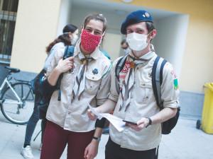 Skautští dobrovolníci pomáhají seniorům v době pandemie. Zajištují pomoc při každodenních činnostech