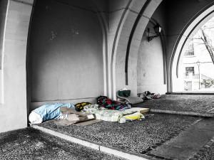 Lidé bez domova by během nočního zákazu neměli být pokutování, shodují se policisté i ministerstvo vnitra