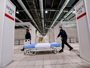 FOTO: Na brněnském výstavišti otevřeli provizorní nemocnici. Pacienty ještě nemá, kapacity nemocnic zatím stačí