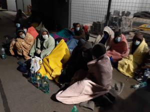 Policisté podezřívají řidiče kamionu z převaděčství. Všichni migranti poputují zpátky na Slovensko