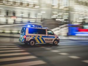 Brutální vražda na Vyškovsku. Policisté zadrželi opilého muže, který umlátil starší paní sekerou