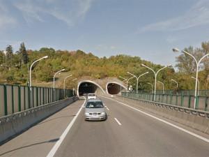 Od neděle se na dva týdny uzavře část Pisáreckého tunelu