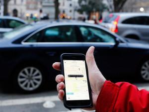 Uber funguje jak taxislužba, potvrdil Ústavní soud