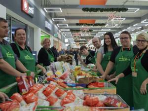 Potravinovým bankám dochází zásoby, v sobotu pořádají veřejné sbírky po celé České republice