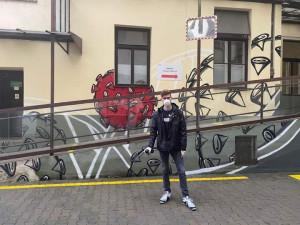 Určitě bych to chtěl někdy dopracovat k zahraničním zakázkám, říká mladý autor graffiti u brněnské nemocnice