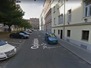 Město vyslyšelo námitky a obnoví cykloobousměrku na Opletalově ulici