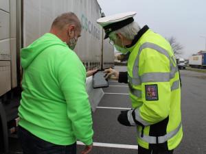 Policie kontroluje přetížená nákladní auta, už stihla rozdat pokuty za 7 milionů