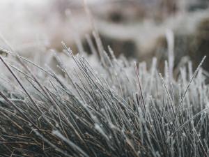 POČASÍ NA ČTVRTEK: Občasné mrholení a teploty lehce nad nulou