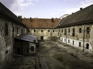 V bývalé káznici na Cejlu hrozí zřícení stropu