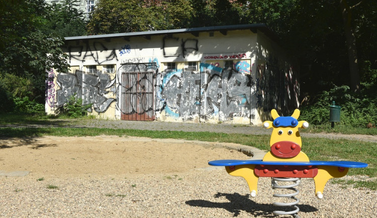 Bývalé sklady u dopravního hřiště v Lužánkách se do dvou let promění v cukrárnu. Město hledá nájemce